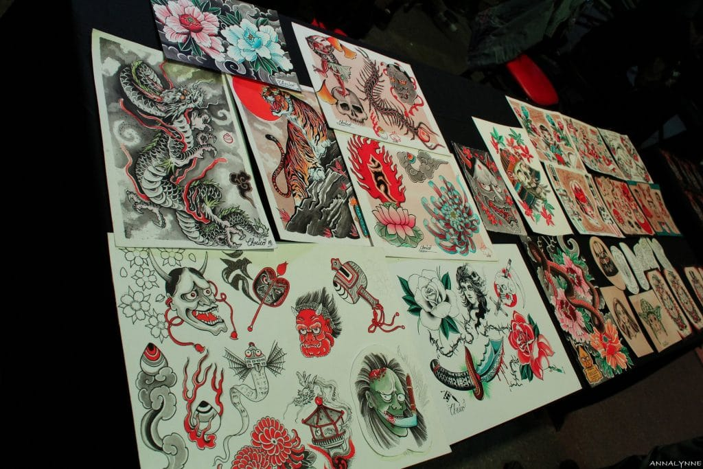 Tattoo Art Show Des aiguilles dans une botte de foin
